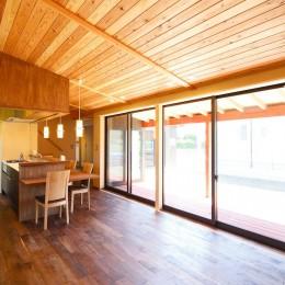 庭を囲むL型の家〜診療室付子建住宅 (全開する障子戸)