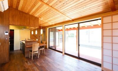 庭を囲むL型の家〜診療室付 一戸建住宅 (全開する障子戸)