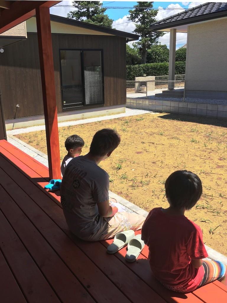 庭を囲むL型の家〜診療室付 一戸建住宅 (縁側で和む)
