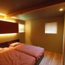 庭を囲むL型の家〜診療室付子建住宅の写真 寝室