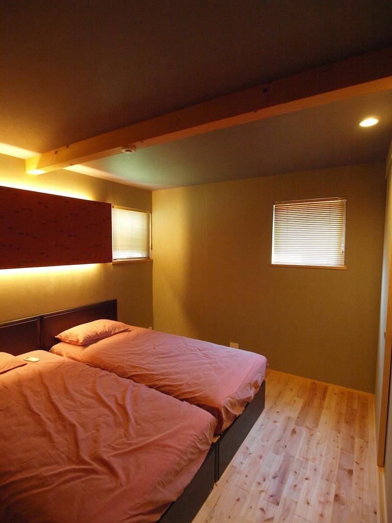 リビングダイニング事例:寝室(庭を囲むL型の家〜診療室付 一戸建住宅)