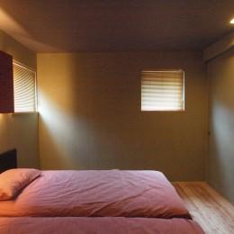 庭を囲むL型の家〜診療室付 一戸建住宅 (寝室)