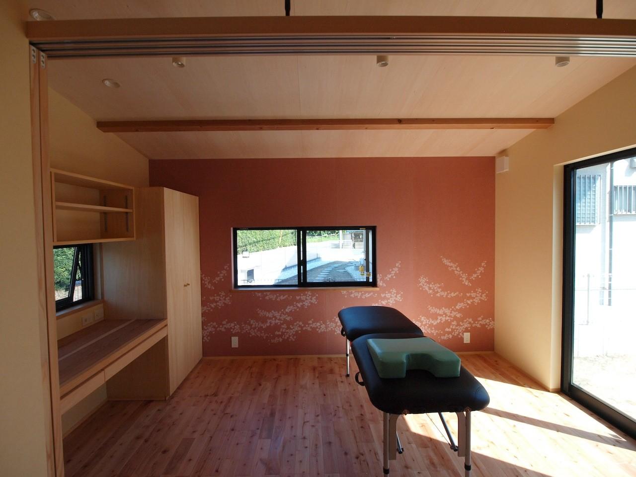 その他事例:診療室(庭を囲むL型の家〜診療室付子建住宅)