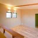 庭を囲むL型の家〜診療室付子建住宅の写真 2階の予備室