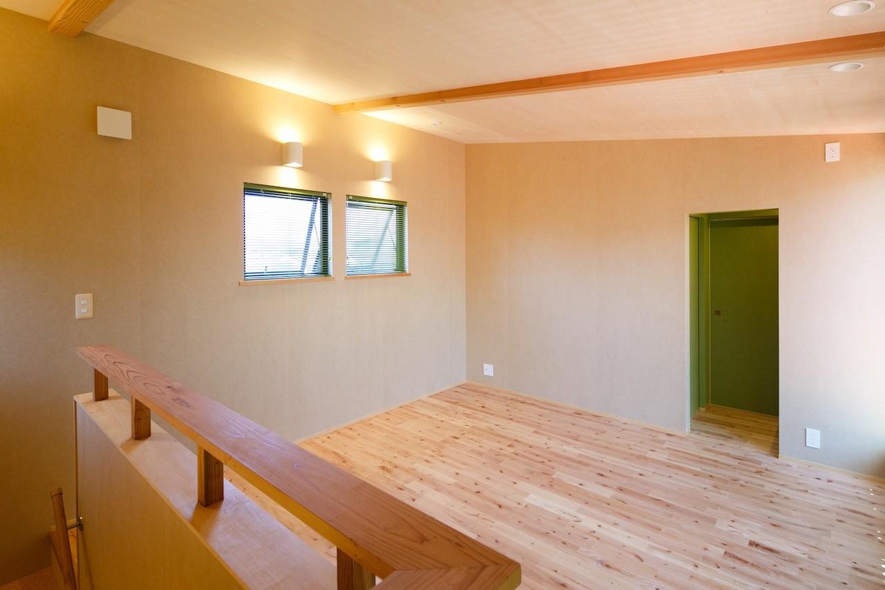 ベッドルーム事例:2階の予備室(庭を囲むL型の家〜診療室付 一戸建住宅)