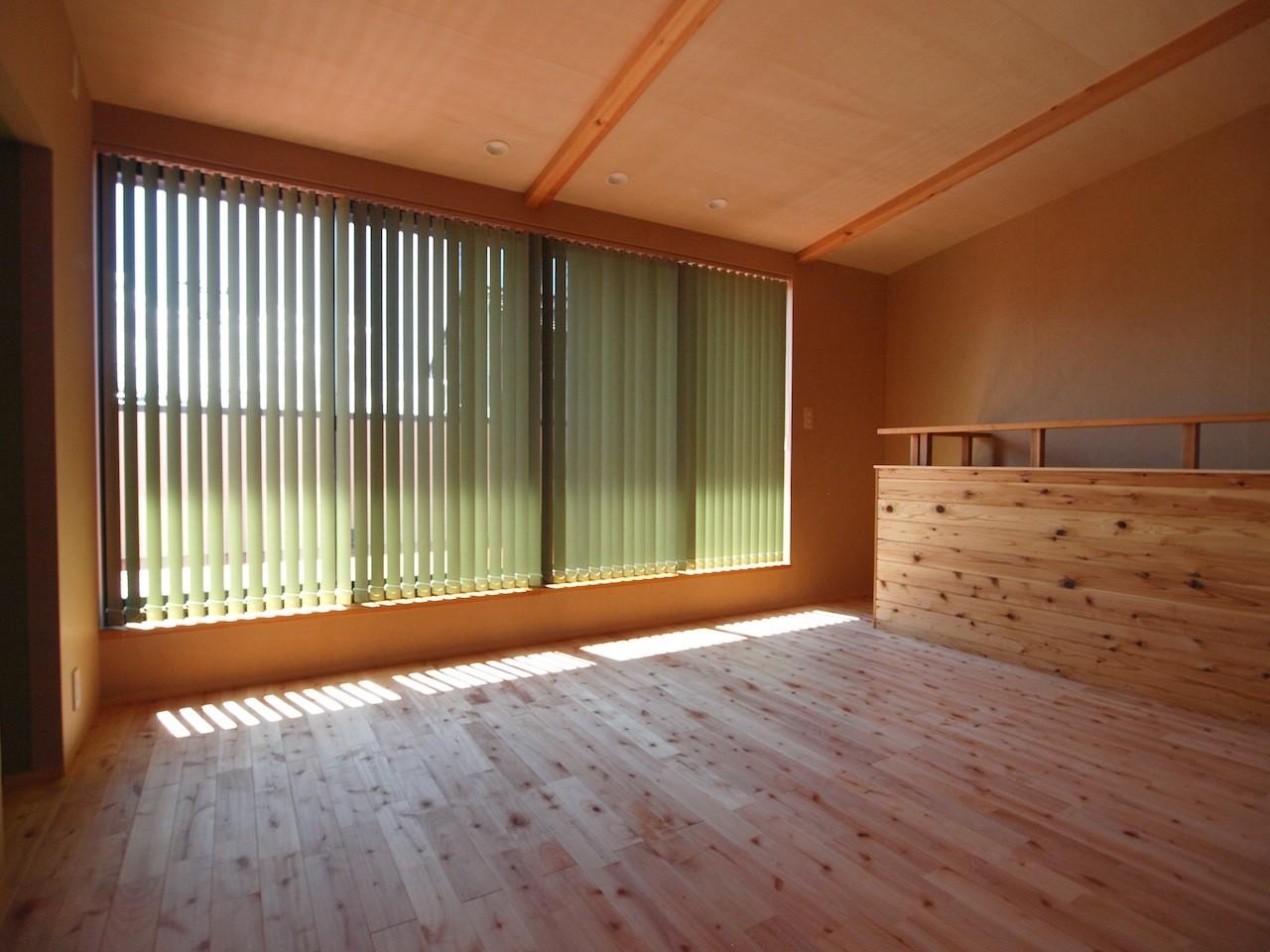 ベッドルーム事例:2階予備室(庭を囲むL型の家〜診療室付子建住宅)