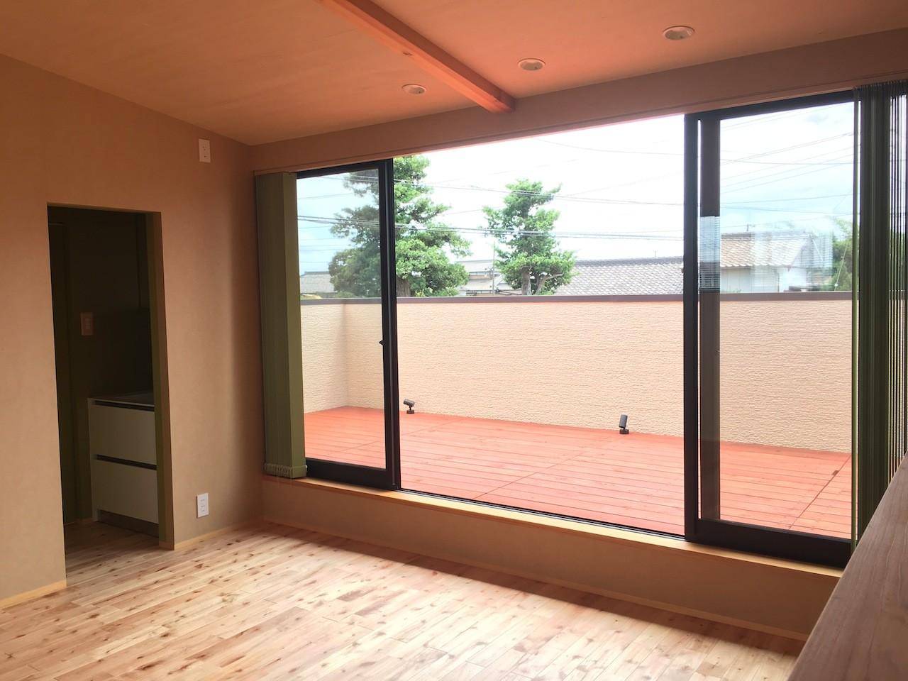 ベッドルーム事例:2階予備室(庭を囲むL型の家〜診療室付 一戸建住宅)
