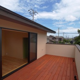庭を囲むL型の家〜診療室付子建住宅 (バルコニー)