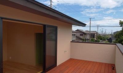 庭を囲むL型の家〜診療室付 一戸建住宅 (バルコニー)