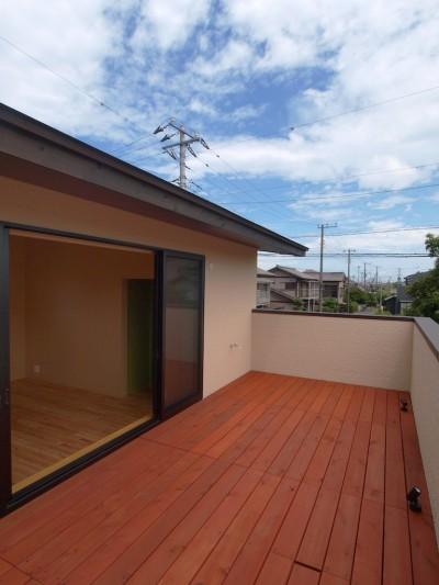 バルコニー (庭を囲むL型の家〜診療室付 一戸建住宅)