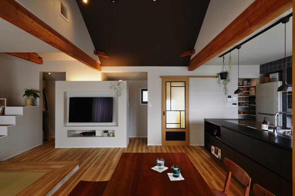 キッチンからはじまる家族の時間 ~LDKを2階に移動し、勾配天井で広がりのある くつろぎ空間に~ (LDK)