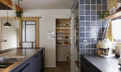 キッチン|キッチンからはじまる家族の時間 ~LDKを2階に移動し、勾配天井で広がりのある くつろぎ空間に~