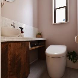 キッチンからはじまる家族の時間 ~LDKを2階に移動し、勾配天井で広がりのある くつろぎ空間に~ (トイレ)