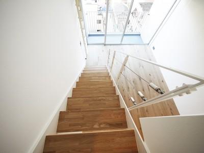 階段 (モダンなメゾネットタイプ)