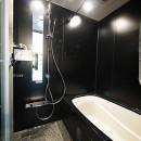 モダンなメゾネットタイプの写真 バスルーム