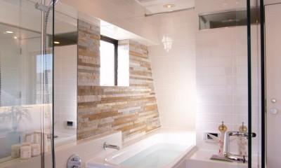 洗面所|hippo_光ふりそそぐガラス張りの浴室を2階に