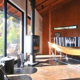 稲村ガ崎の海を望めるサーファーズハウス (リビング)