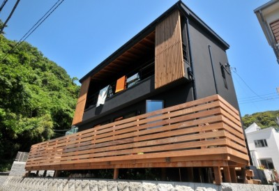 稲村ガ崎の海を望めるサーファーズハウス (外観)