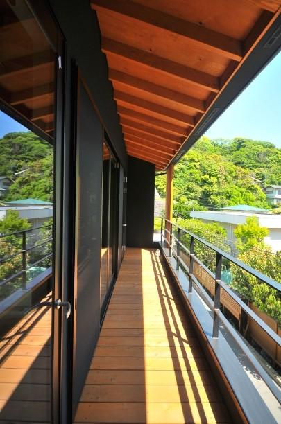 アウトドア事例:バルコニー(稲村ガ崎の海を望めるサーファーズハウス)