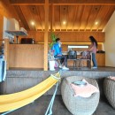 稲村ガ崎の海を望めるサーファーズハウスの写真 ダイニング