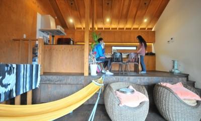 稲村ガ崎の海を望めるサーファーズハウス (ダイニング)
