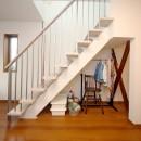 自然と会話が生まれる、陽射しあふれる広々LDKの写真 階段