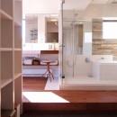 hippo_光ふりそそぐガラス張りの浴室を2階にの写真 バスルーム