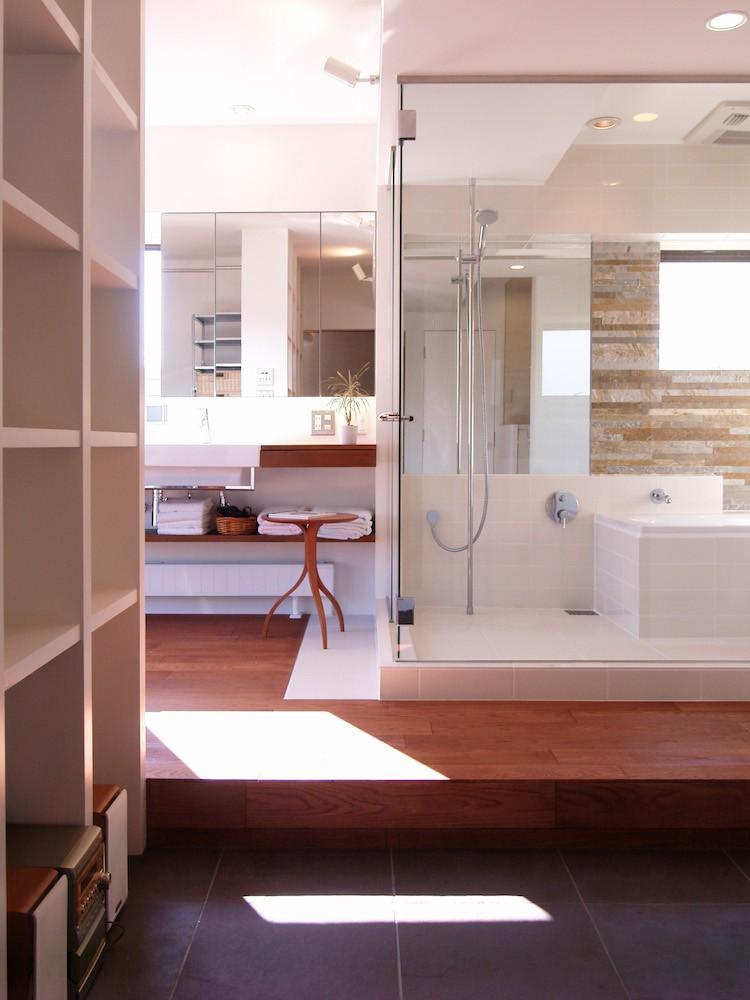 バス/トイレ事例:バスルーム(hippo_光ふりそそぐガラス張りの浴室を2階に)