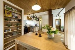 岐阜市W様邸~cozy house~ (ダイニングからキッチンを眺める)