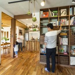 岐阜市W様邸~cozy house~ (天井まである壁面本棚)