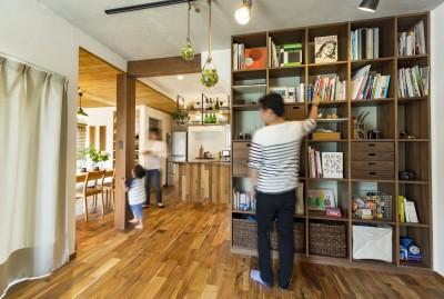 天井まである壁面本棚 (岐阜市W様邸 | cozy house)