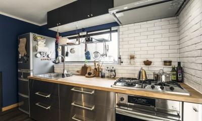 岐阜市O様邸 | BRAND NEW DAY-ヴィンテージ小物と暮らす家- (広くて使いやすい壁付けのキッチン)