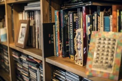 本棚 (岐阜市O様邸 | BRAND NEW DAY-ヴィンテージ小物と暮らす家-)