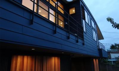 コアジロハウス 住戸A―眺望を最大限に生かした共同住宅ー (外観夕景)