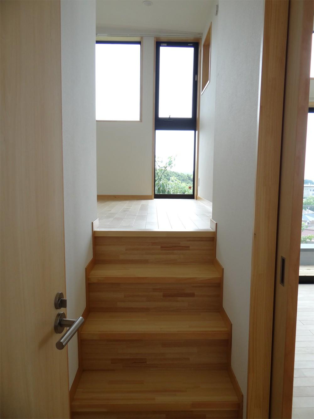 コアジロハウス 住戸A―眺望を最大限に生かした共同住宅ー (室内階段)