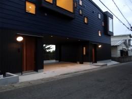 コアジロハウス 住戸B ―眺望を最大限に生かした共同住宅ー (外観夕景)