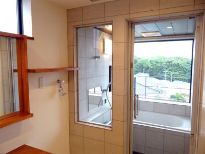 浴室 (コアジロハウス 住戸B ―眺望を最大限に生かした共同住宅ー)