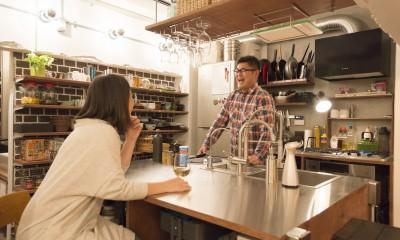 Barが好きな夫婦のキッチン|人が集まる縁側(えんがわ)マンション