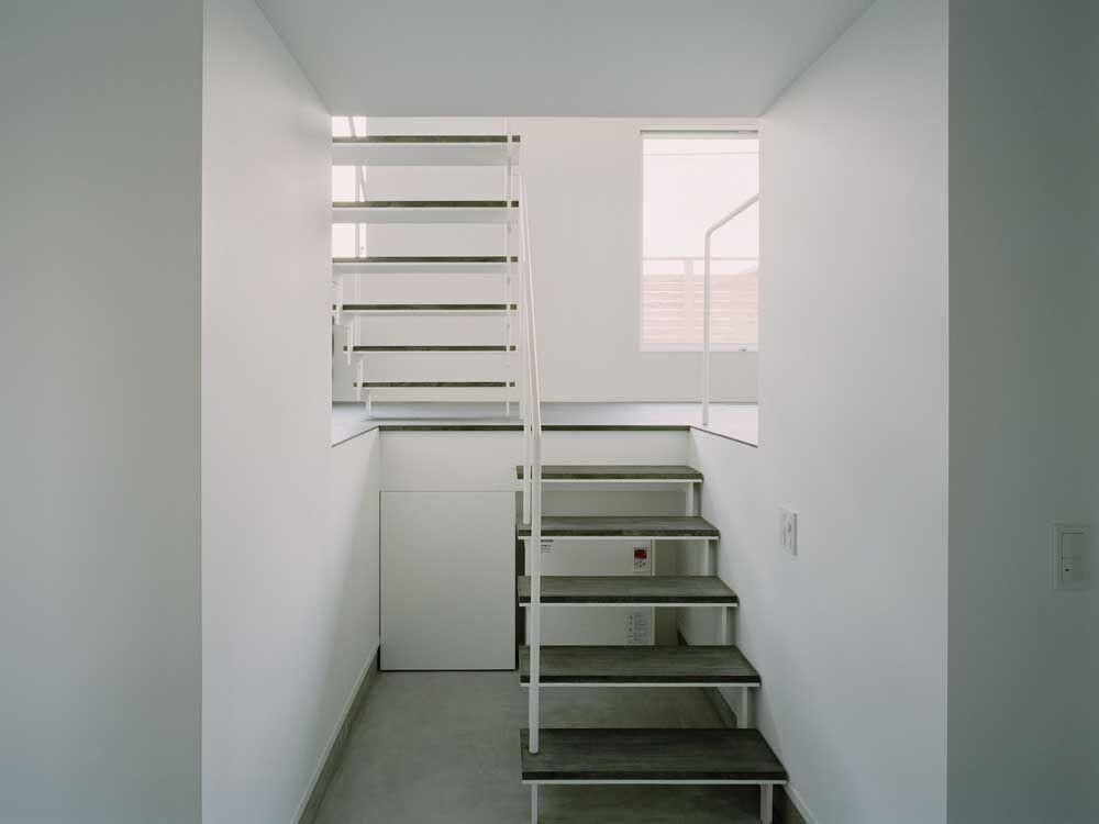ワンルームの家 (階段)