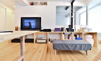 アウトドア&鉄骨フラットアーチ造作! リノベーションでハンモックのある暮らし (LDKの造作テーブル)