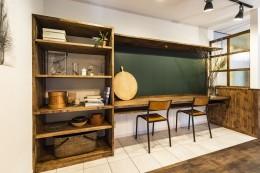 岐阜市K様邸~懐かしくて、どこか新しい昔の木造校舎のような家~ (リビングにある勉強スペース)