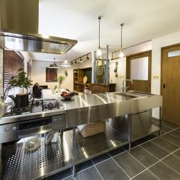 岐阜市K様邸 | école-懐かしくて新しい、昔の木造校舎のような家- (ステンレスキッチン)
