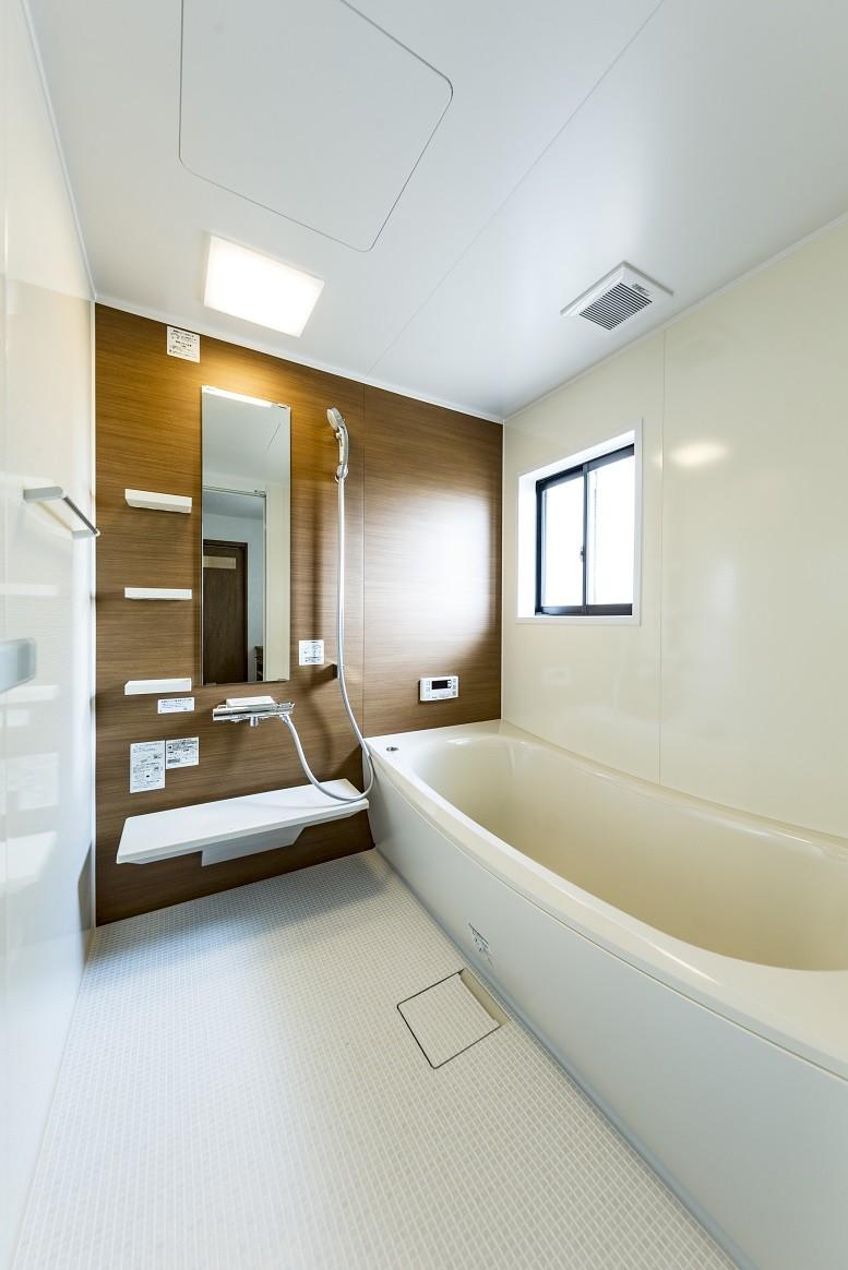 岐阜市K様邸~懐かしくて、どこか新しい昔の木造校舎のような家~ (バスルーム)