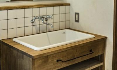 岐阜市K様邸~懐かしくて、どこか新しい昔の木造校舎のような家~ (オリジナル洗面台)