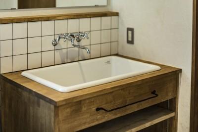 オリジナル洗面台 (岐阜市K様邸~懐かしくて、どこか新しい昔の木造校舎のような家~)