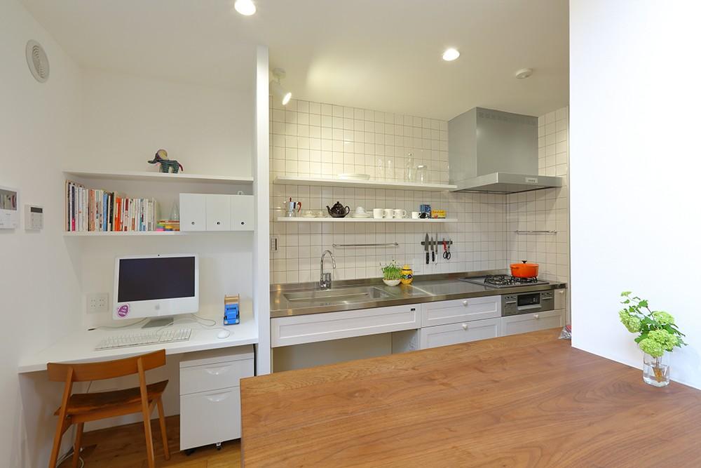 普通が気持ちいい。すっきりと清潔感のある住まい (キッチン)