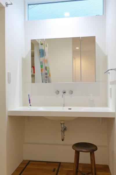 普通が気持ちいい。すっきりと清潔感のある住まい (シンプルな水回り)