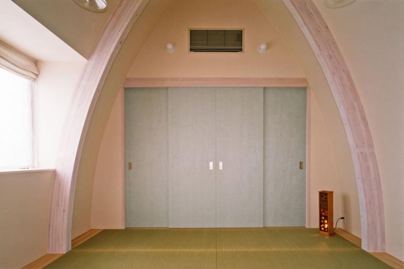 西熱海の陶芸工房のある家の部屋 和紙を貼った建具のある和室