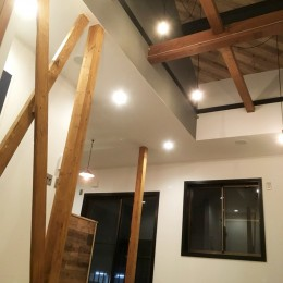 【 カフェのように寛げる趣味と理想の住まい 】―  座間市 O様邸~木造在来工法 中古一軒家の屋内フルリノベーション  ― (LDLスペース)