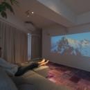 都会感と気配を感じる家の写真 映画を大画面で